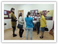 Заведующая Домом-музеем Сергеева Елена Ивановна проводит экскурсию
