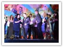 Награждение Геннадия Суменкова, лауреата фестиваля